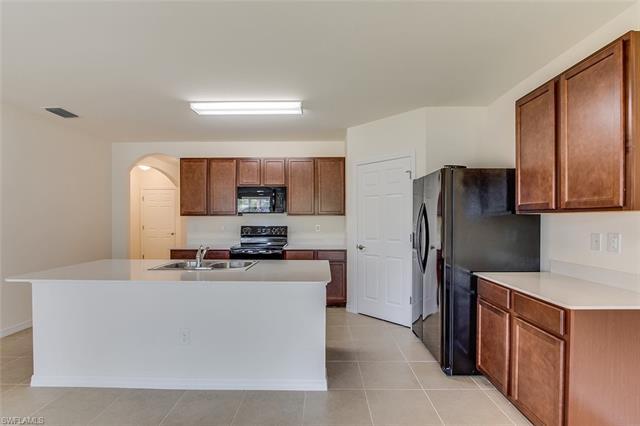 8401 Robin Rd, Fort Myers, FL 33967