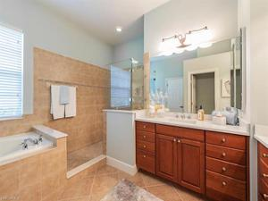 9137 Quartz Ln, Naples, FL 34120