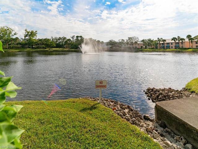 893 Gulf Pavillion Dr 202, Naples, FL 34108
