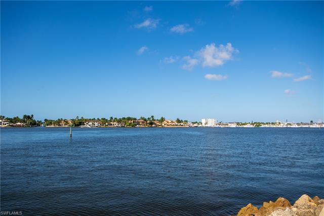 1650 Dolphin Ct, Naples, FL 34102