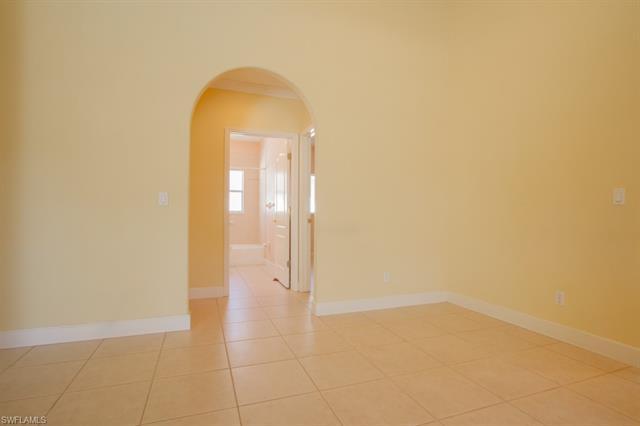 801 109th Ave N, Naples, FL 34108