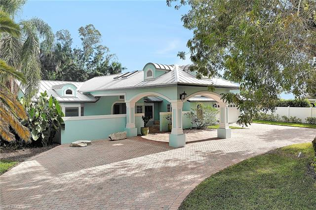 700 Old Trail Dr, Naples, FL 34103