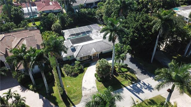 470 Wedge Dr, Naples, FL 34103