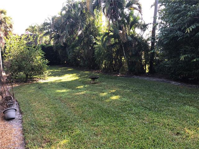 470 Wedge Dr, Naples, FL 34103