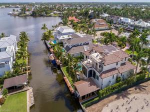 675 16th Ave S, Naples, FL 34102