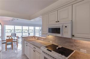 2750 Gulf Shore Blvd N 402, Naples, FL 34103