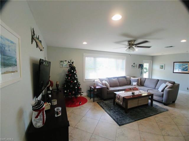 20621 Pine Tree Ln, Estero, FL 33928