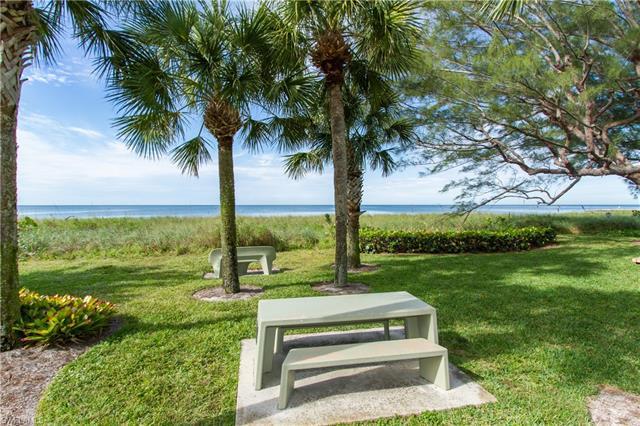 2082 Gulf Shore Blvd N 104, Naples, FL 34102