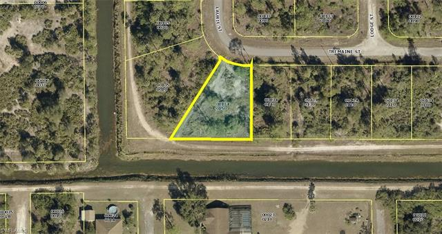 429 Tremaine St, Lehigh Acres, FL 33972
