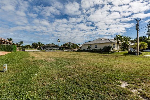 211 Seminole Ct, Marco Island, FL 34145