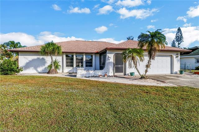 157 Willoughby Dr, Naples, FL 34110