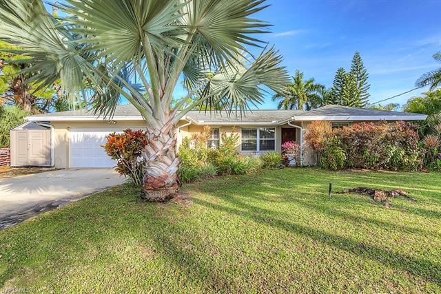 4996 Royal Palm Dr, Estero, FL 33928