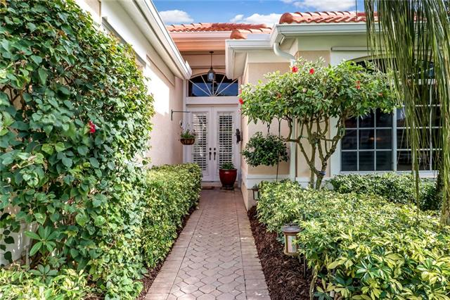 384 Mallory Ct, Naples, FL 34110