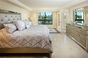 2400 Gulf Shore Blvd N 102, Naples, FL 34103