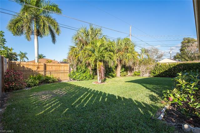 665 107th Ave N, Naples, FL 34108