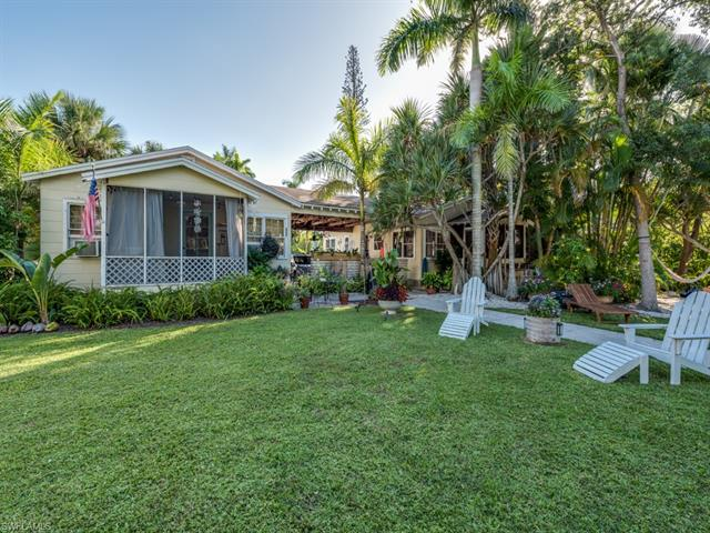 284 10th Ave S, Naples, FL 34102