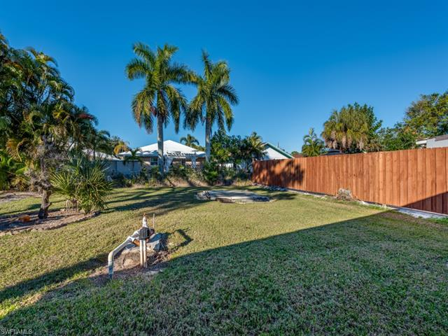 1081 Trail Terrace Dr, Naples, FL 34103