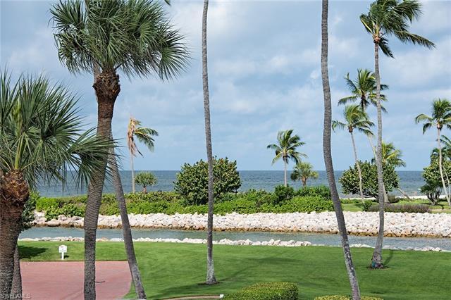 2201 Gulf Shore Blvd N F3, Naples, FL 34102