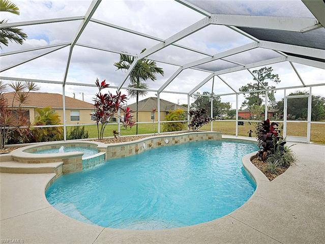 2707 6th Ave, Cape Coral, FL 33909