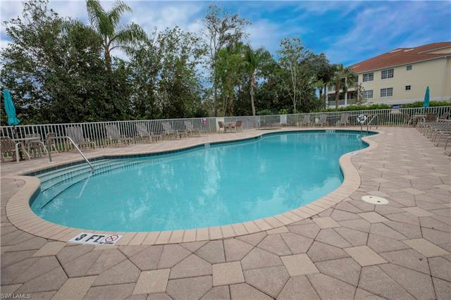 4863 Hampshire Ct 4-105, Naples, FL 34112
