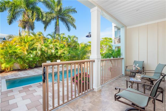 1075 4th St S 3, Naples, FL 34102