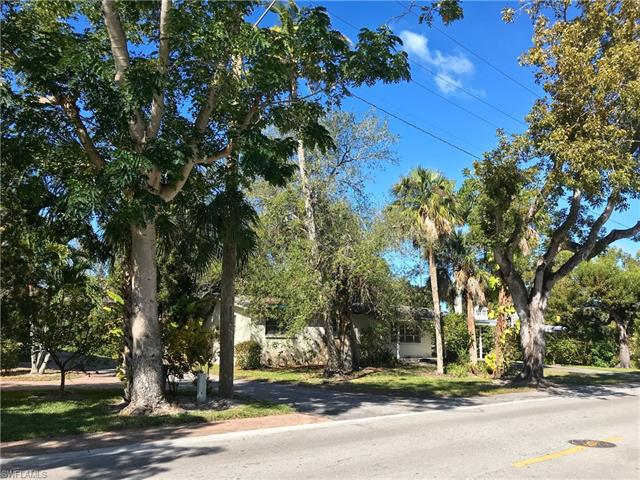 1140 8th St S, Naples, FL 34102