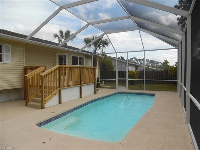 401 Castle Dr, Naples, FL 34119
