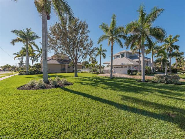1267 Mistletoe Ct, Marco Island, FL 34145