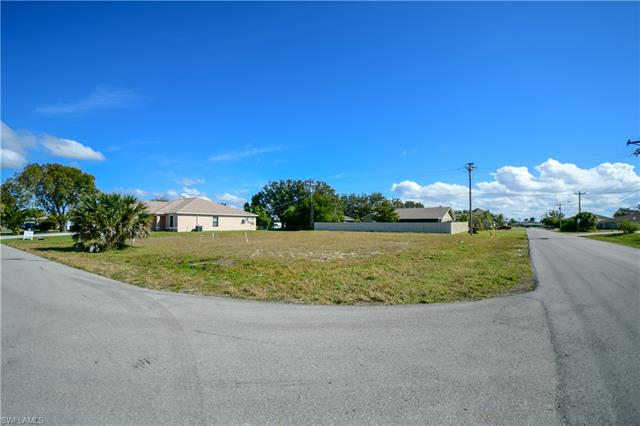 4627 7th Pl, Cape Coral, FL 33914