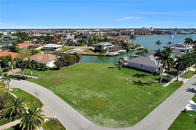 700 Rockport Ct, Marco Island, FL 34145