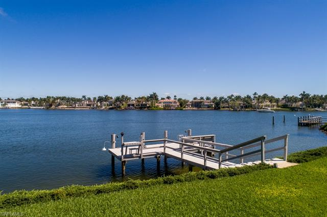 525 Kings Town Dr, Naples, FL 34102