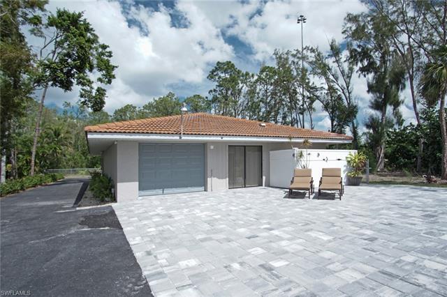 470 Soll St, Naples, FL 34109