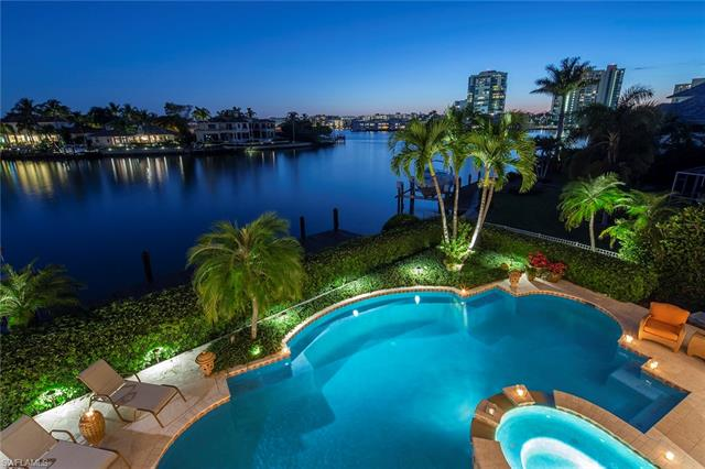 330 Neptunes Bight, Naples, FL 34103