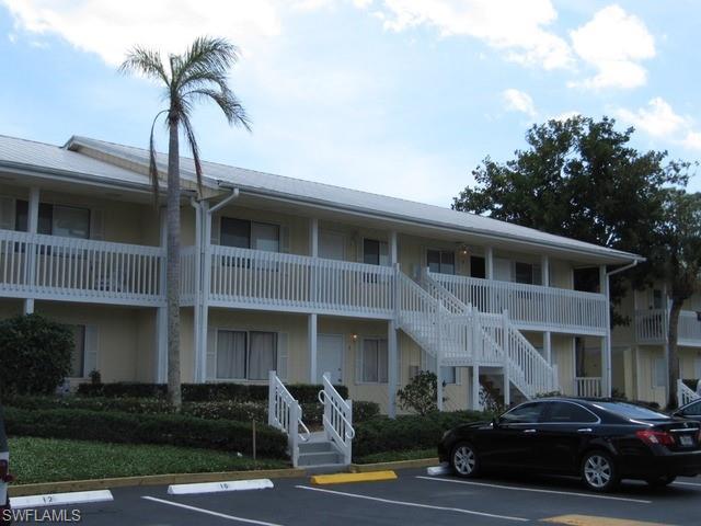 4627 Bayshore Dr I8, Naples, FL 34112