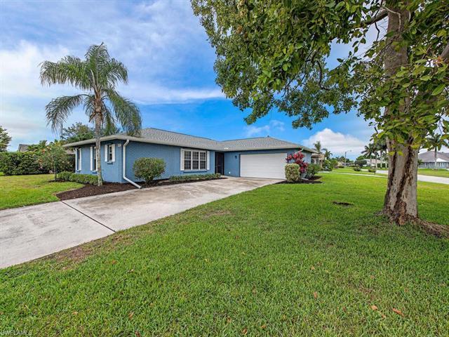 4498 Beechwood Lake Dr, Naples, FL 34112