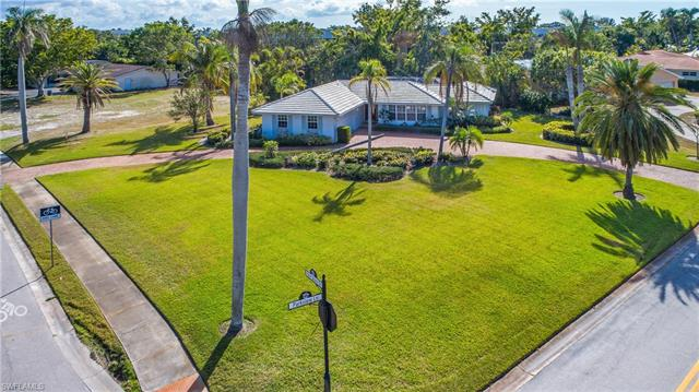 740 Park Shore Dr, Naples, FL 34103