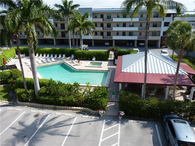 807 River Point Dr 303d, Naples, FL 34102