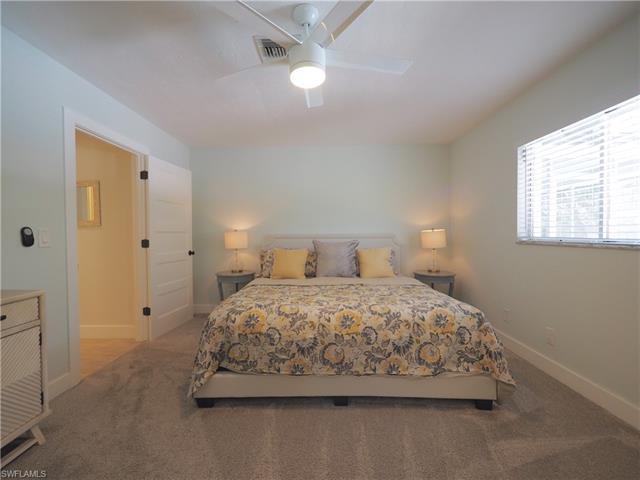 582 106th Ave N, Naples, FL 34108