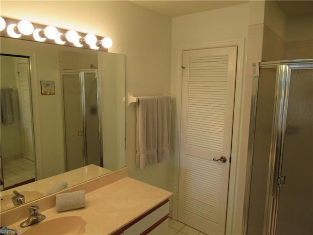 2202 Hidden Lake Dr 108, Naples, FL 34112