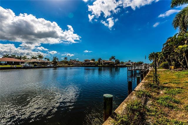 189 Gulfport Ct, Marco Island, FL 34145