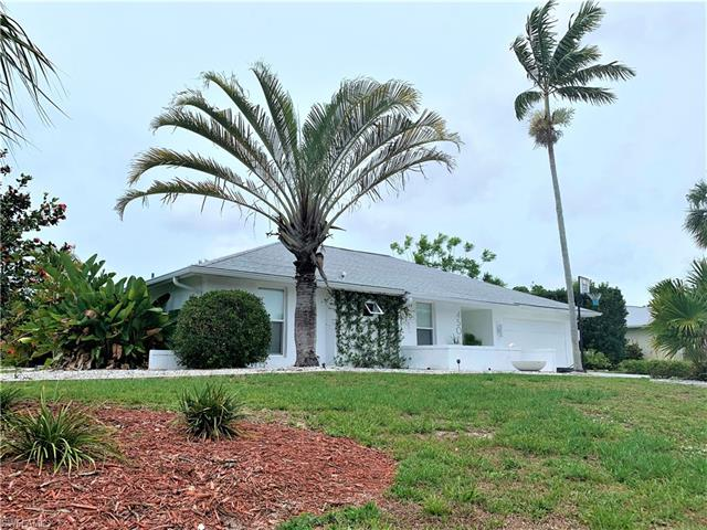 450 Forest Hills Blvd, Naples, FL 34113