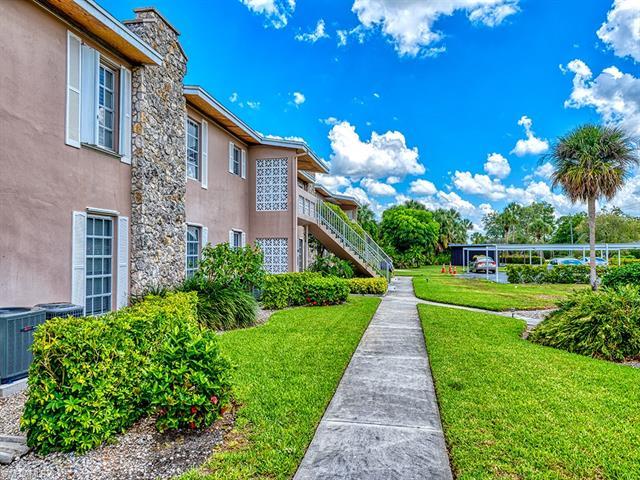 221 Cypress Way E 106, Naples, FL 34110