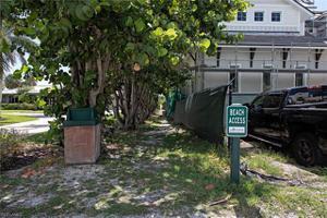 140 Bayview Ave, Naples, FL 34108