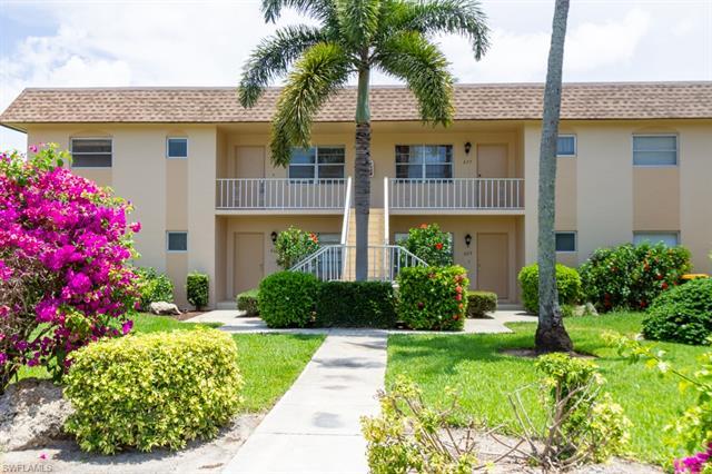 673 Palm View Dr, Naples, FL 34110
