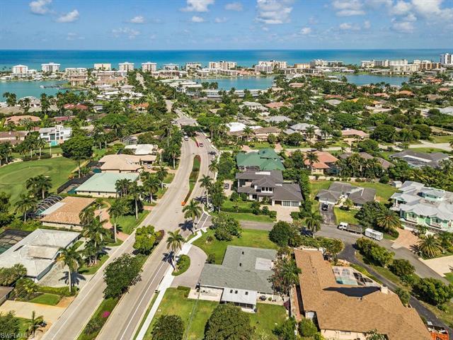 605 Harbour Dr, Naples, FL 34103