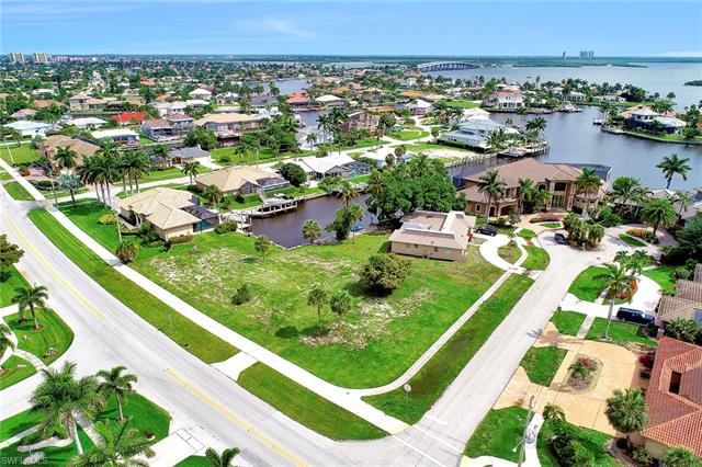 517 Barfield Dr, Marco Island, FL 34145