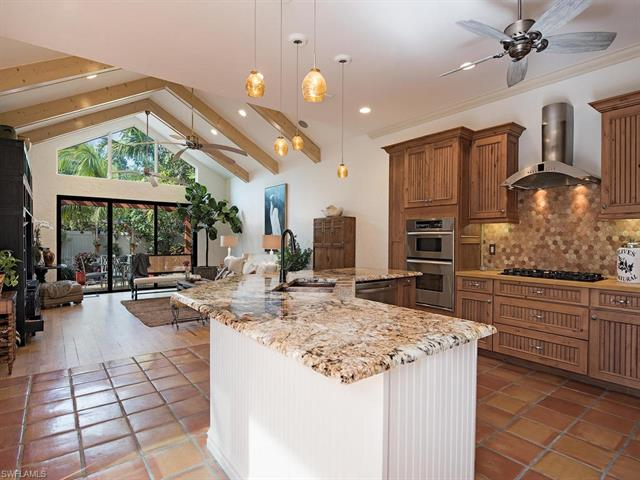 62 5th St S, Naples, FL 34102