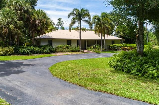 2555 Coach House Ln, Naples, FL 34105