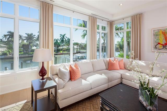 1748 Gulf Shore Blvd N, Naples, FL 34102