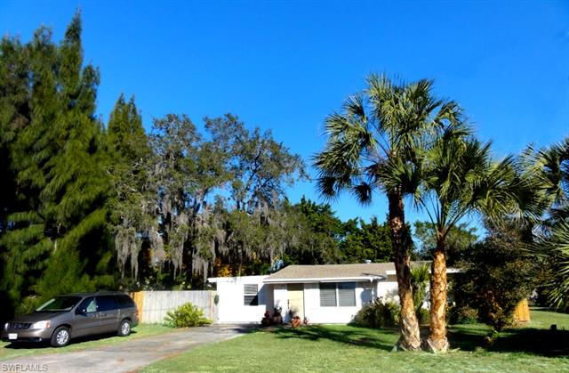 10881 Citrus Dr, Bonita Springs, FL 34135
